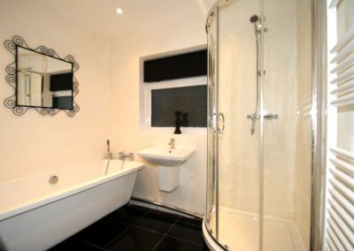 bathroom with bath and shower bed and breakfast romford essex gidea park A12 A127 M25